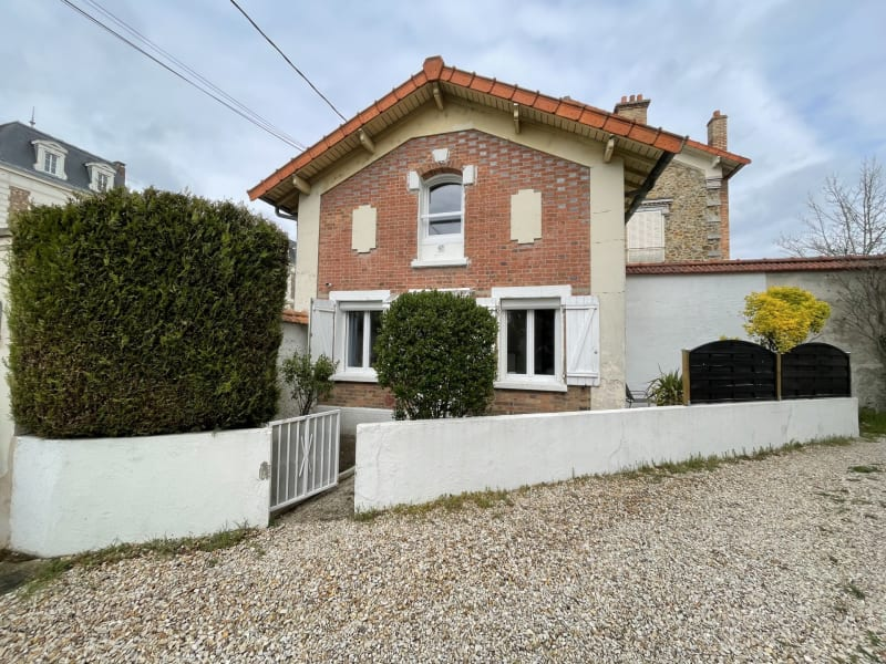 Rental apartment Corbeil-essonnes 795€ CC - Picture 1