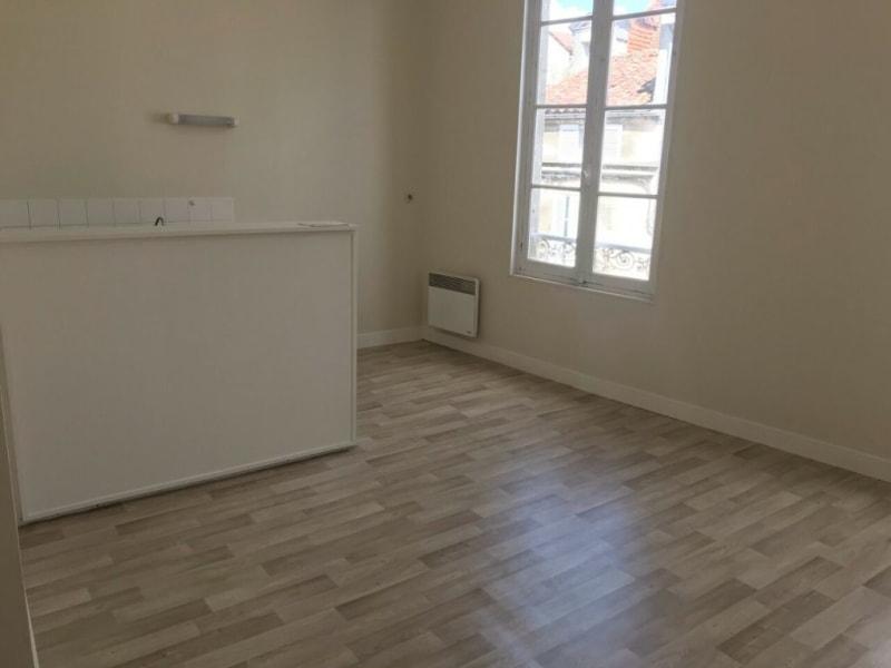 Rental apartment Cognac 72€ CC - Picture 2