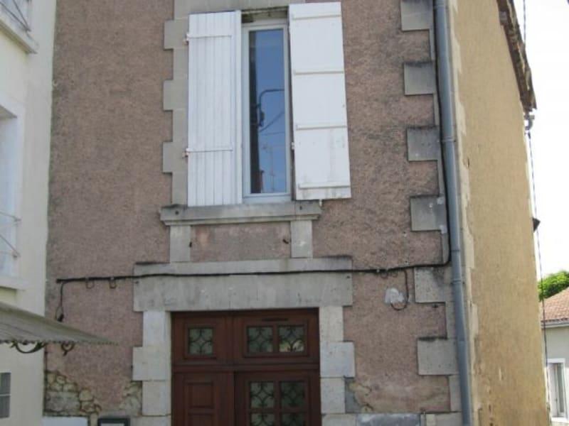Rental apartment Barbezieux-saint-hilaire 330€ CC - Picture 1