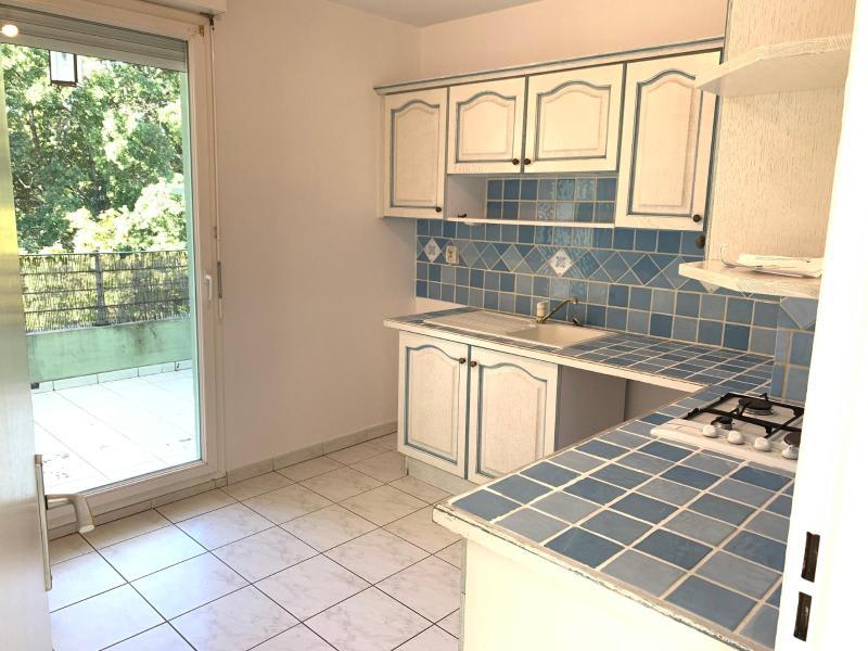 Rental apartment Aix en provence 950€ CC - Picture 2