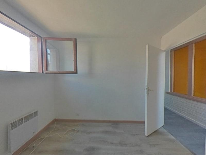 Rental apartment Solers 1082€ CC - Picture 5