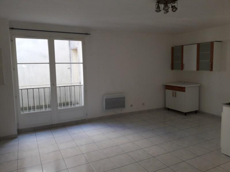 Rental apartment Montereau fault yonne 495€ CC - Picture 1