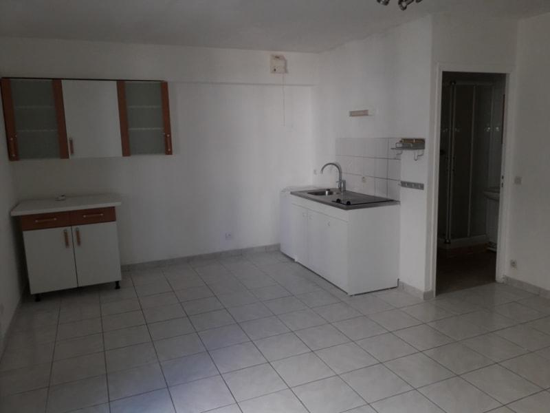 Rental apartment Montereau fault yonne 495€ CC - Picture 2