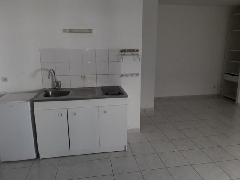 Rental apartment Montereau fault yonne 495€ CC - Picture 3