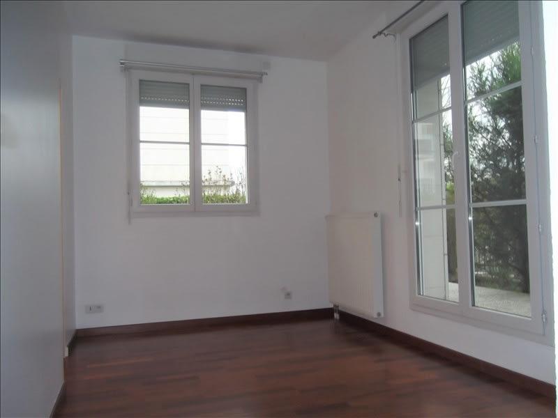Rental apartment Montigny le bretonneux 900€ CC - Picture 2