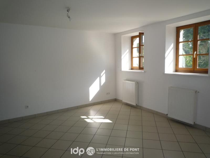 Location appartement Cremieu 720€ CC - Photo 2