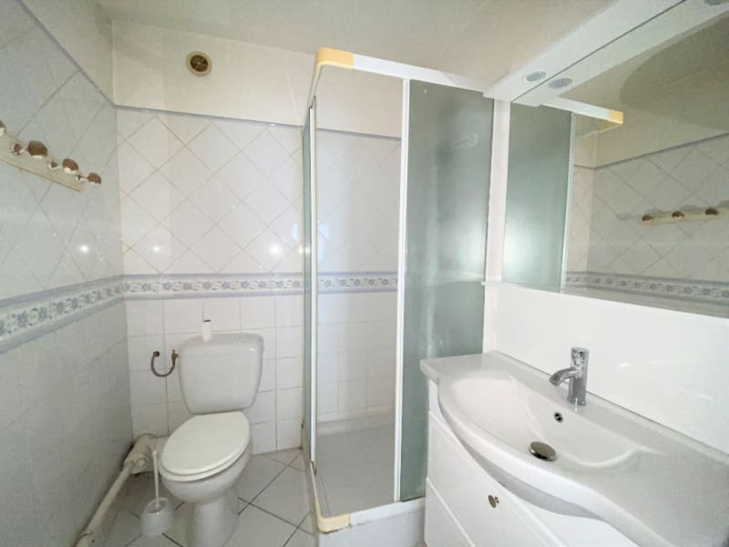 Rental apartment Villeneuve les avignon 330€ CC - Picture 4
