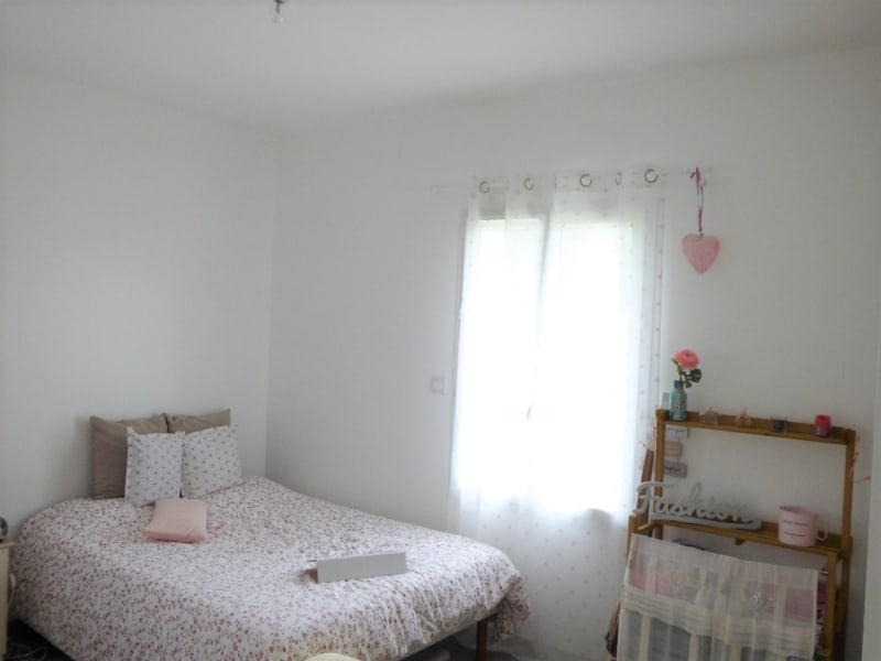 Location maison / villa Izon 1 097€ CC - Photo 5
