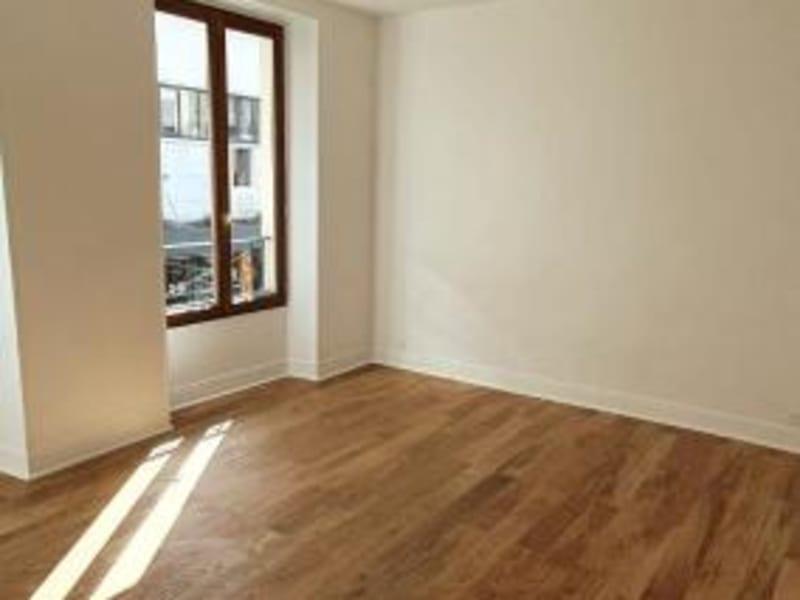 Location appartement Paris 10ème 1335€ CC - Photo 2