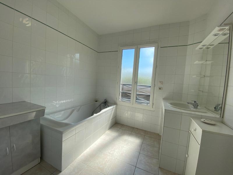 Location maison / villa Villefranche sur saone 874€ CC - Photo 8