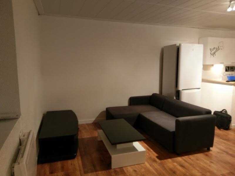 Rental apartment Montreal la cluse 330€ CC - Picture 1
