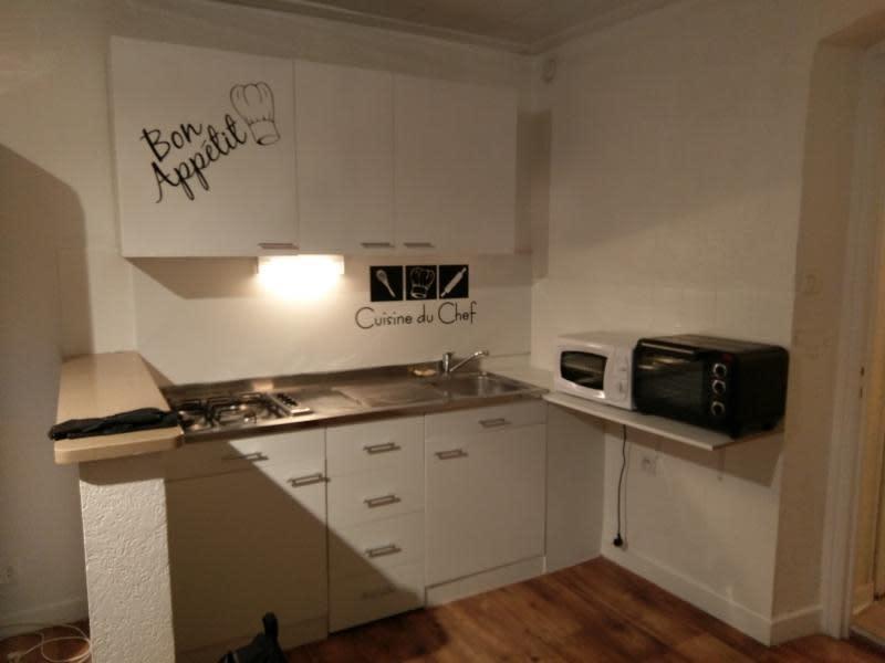 Rental apartment Montreal la cluse 330€ CC - Picture 2