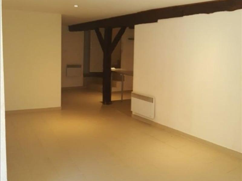 Rental apartment Gimont 394€ CC - Picture 1