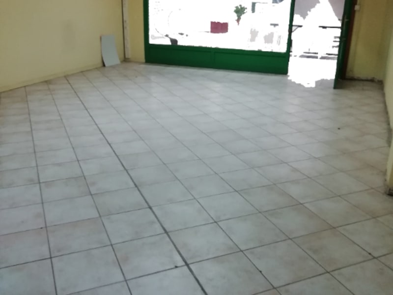 Location local commercial Baie mahault 1000€ HC - Photo 1