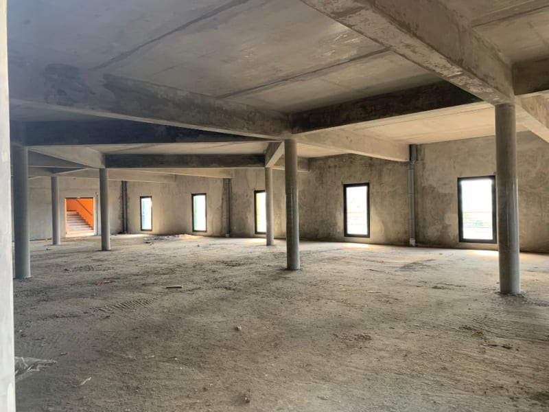 Location local commercial Les abymes 9250€ HC - Photo 2