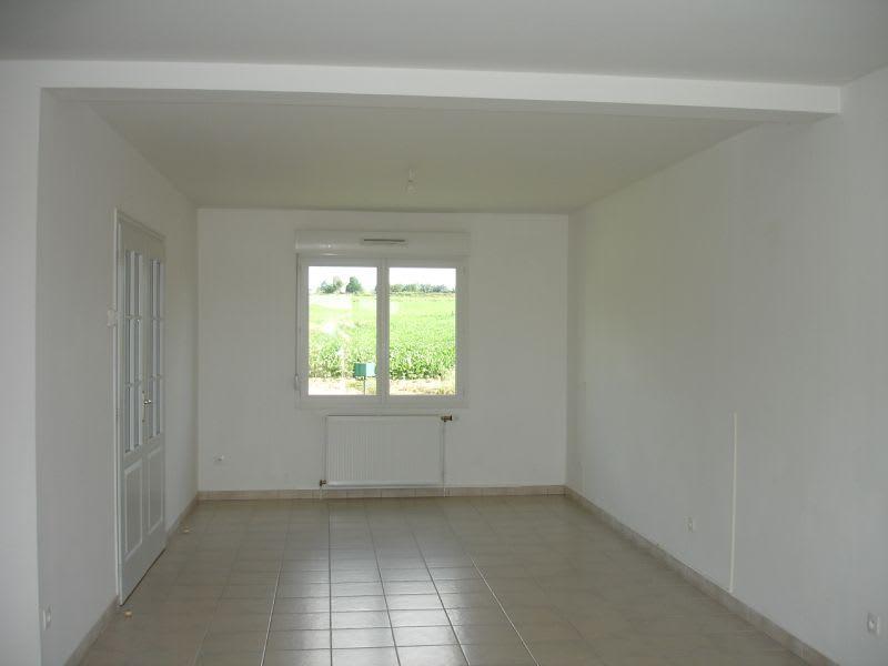 Location maison / villa Homblieres 837€ CC - Photo 2