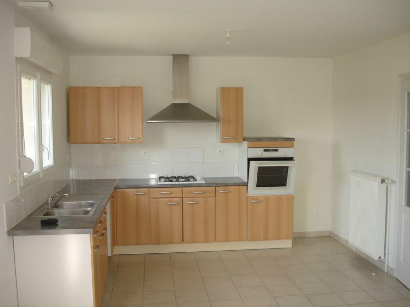 Rental house / villa Homblieres 845€ CC - Picture 3