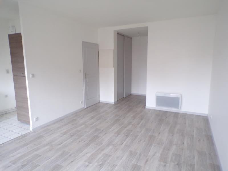 Rental apartment Voisins le bretonneux 645€ CC - Picture 1