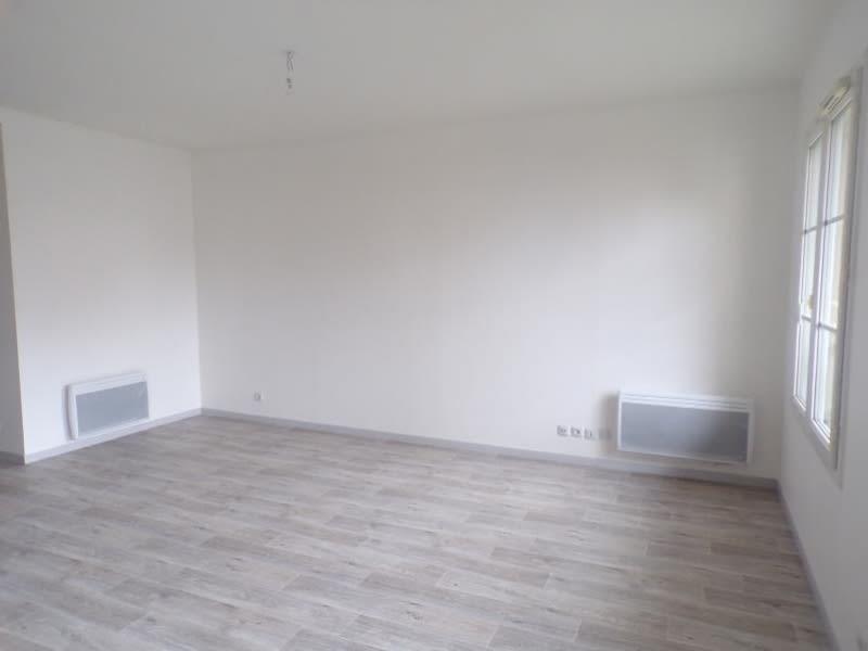 Rental apartment Voisins le bretonneux 645€ CC - Picture 2