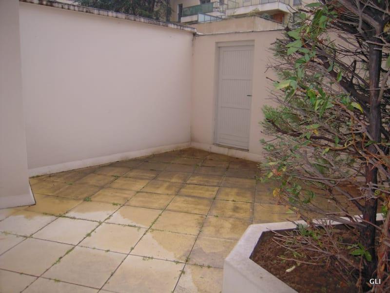 Rental apartment Lyon 8ème 510€ CC - Picture 1
