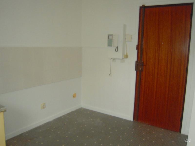 Rental apartment Lyon 8ème 510€ CC - Picture 4