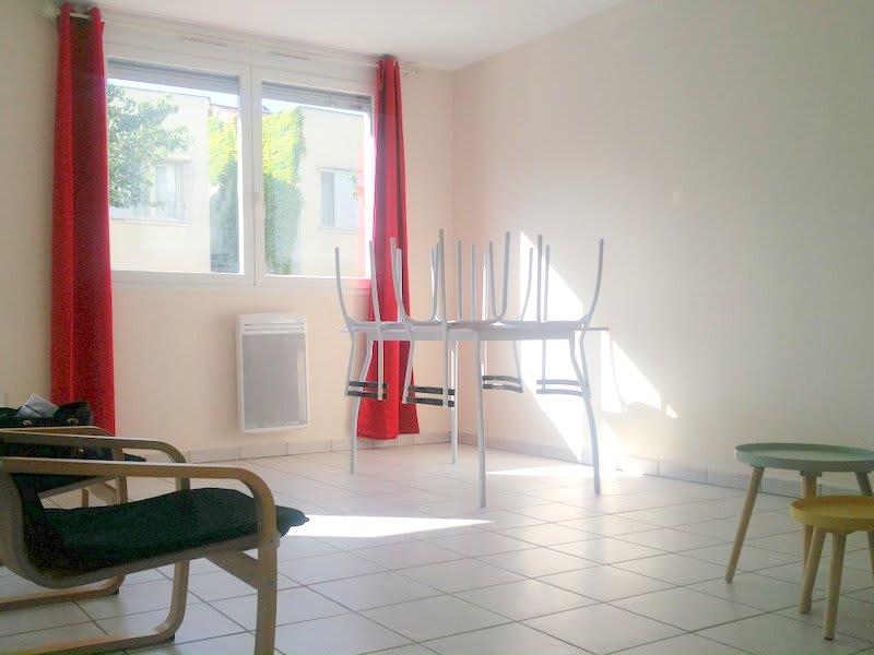 Rental apartment Lyon 8ème 570€ CC - Picture 1
