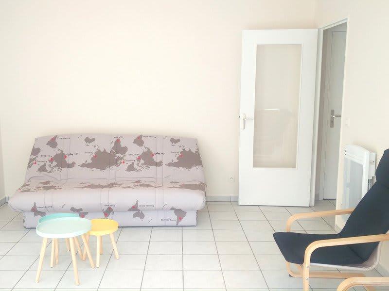 Rental apartment Lyon 8ème 570€ CC - Picture 2