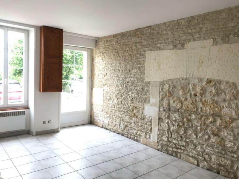 Location maison / villa Cherves-richemont 552€ CC - Photo 1