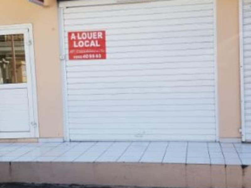 Location local commercial St denis 810€ HC - Photo 2