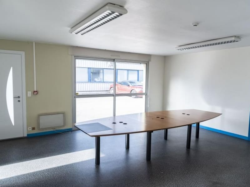 Location local commercial Arbent 2700€ HC - Photo 2