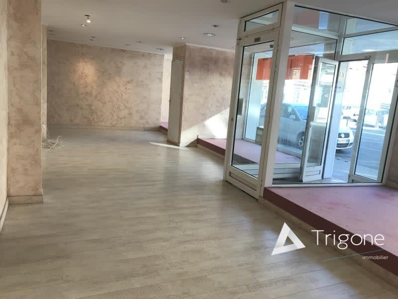 Location local commercial Armentieres 750€ HC - Photo 1