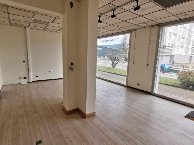 Location local commercial Oyonnax 600€ HC - Photo 1