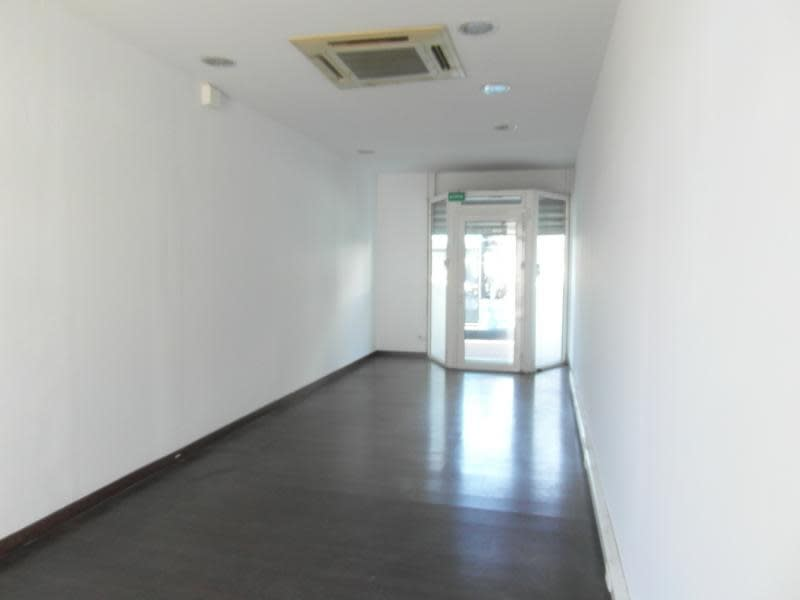 Location local commercial St denis 1500€ HC - Photo 1
