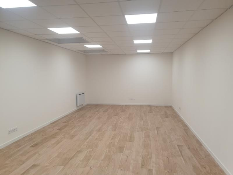 Rental empty room/storage Ormesson 983€ HC - Picture 2