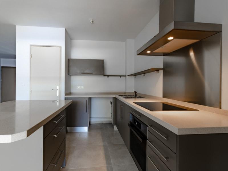 Rental apartment Saint pierre 832€ CC - Picture 1