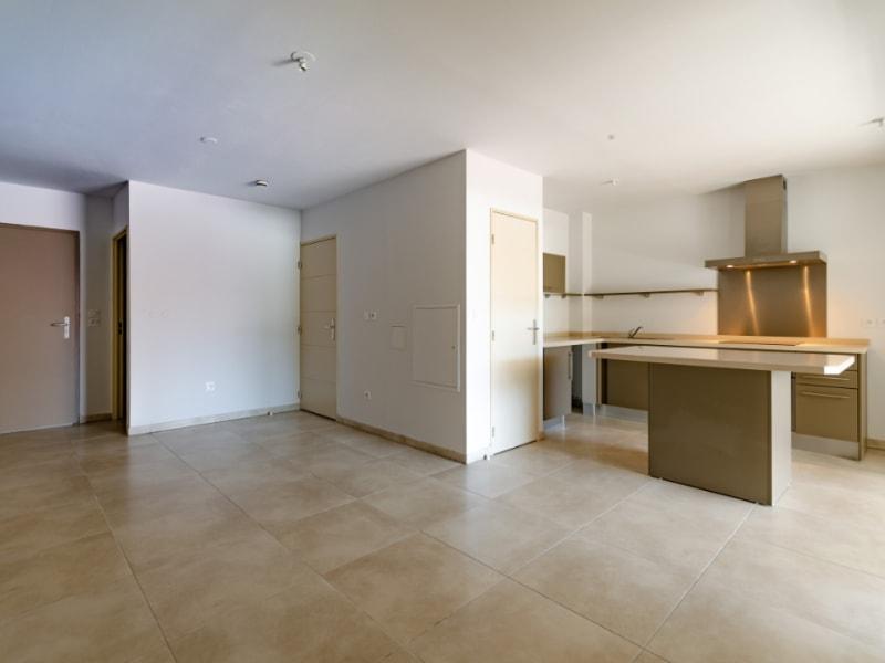 Rental apartment Saint pierre 832€ CC - Picture 2