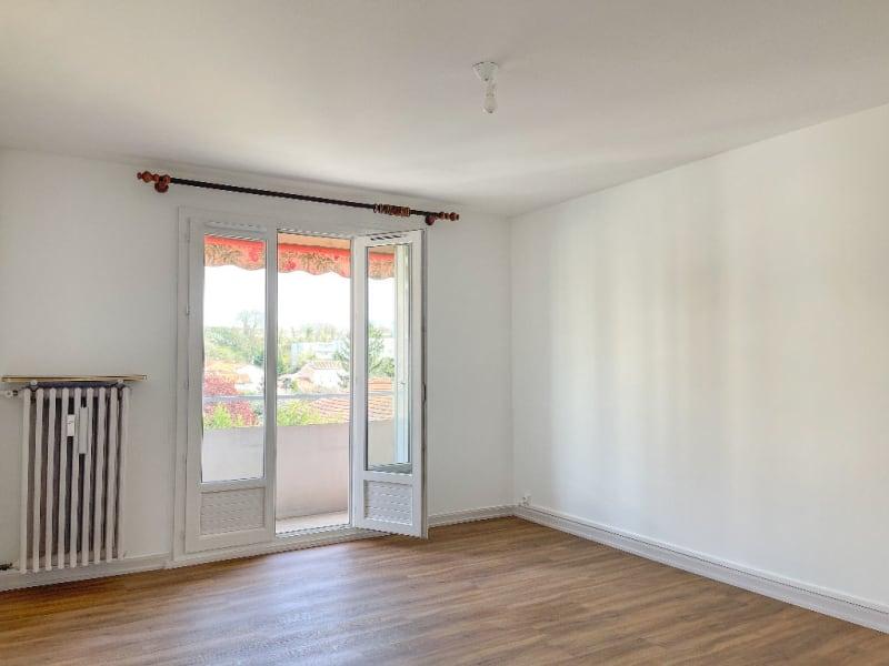 Rental apartment Decines charpieu 780€ CC - Picture 2
