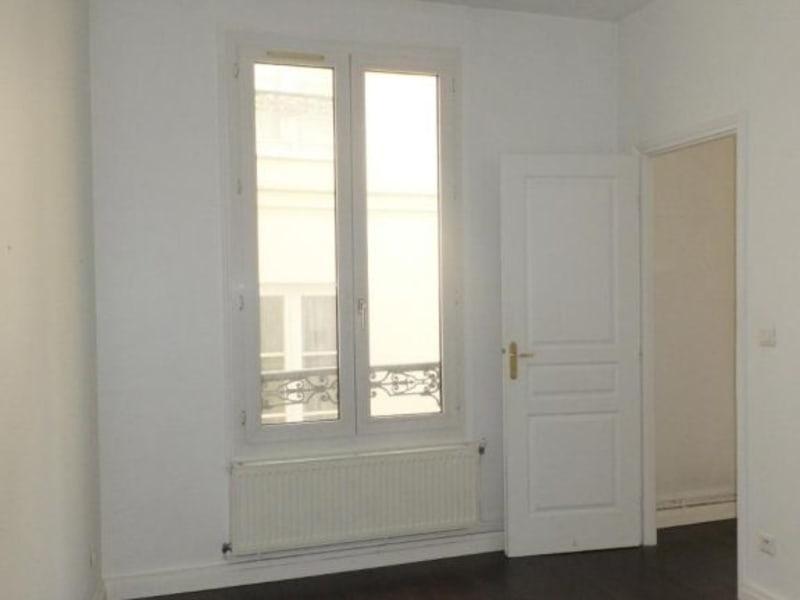 Location appartement Paris 10ème 1341€ CC - Photo 5