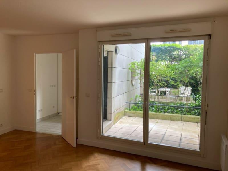 Location appartement Courbevoie 830€ CC - Photo 2