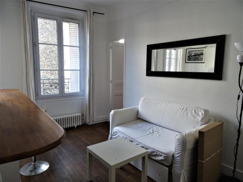 Location appartement Paris 10ème 1095€ CC - Photo 9