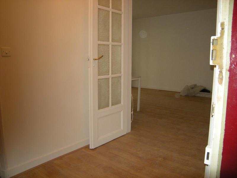 Location appartement Paris 11ème 930€ CC - Photo 12