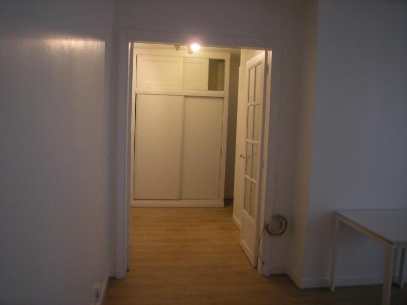 Location appartement Paris 11ème 930€ CC - Photo 13