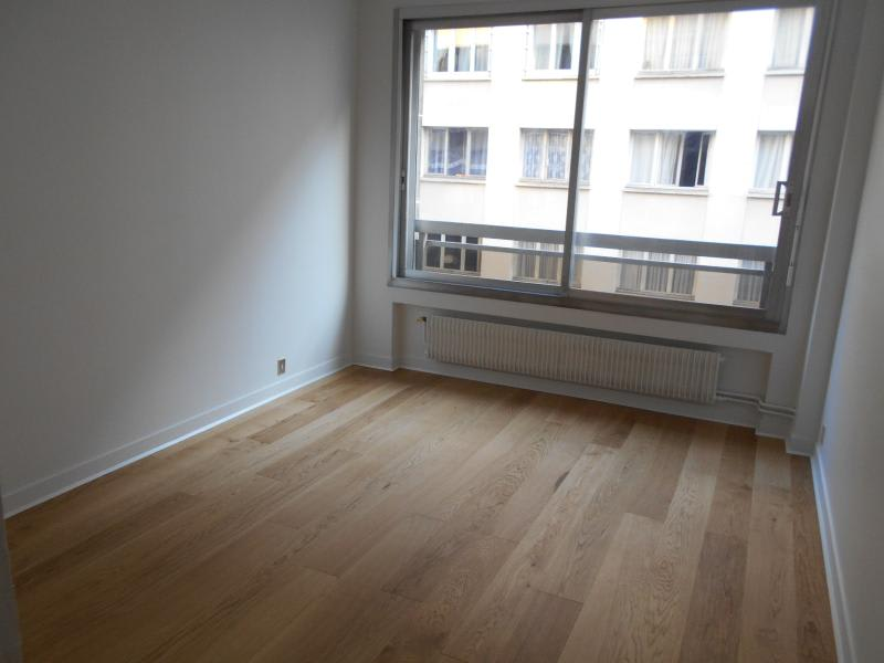 Location appartement Paris 16ème 2153€ CC - Photo 15