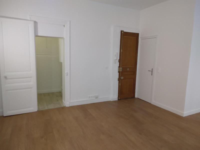 Location appartement Paris 12ème 750€ CC - Photo 13
