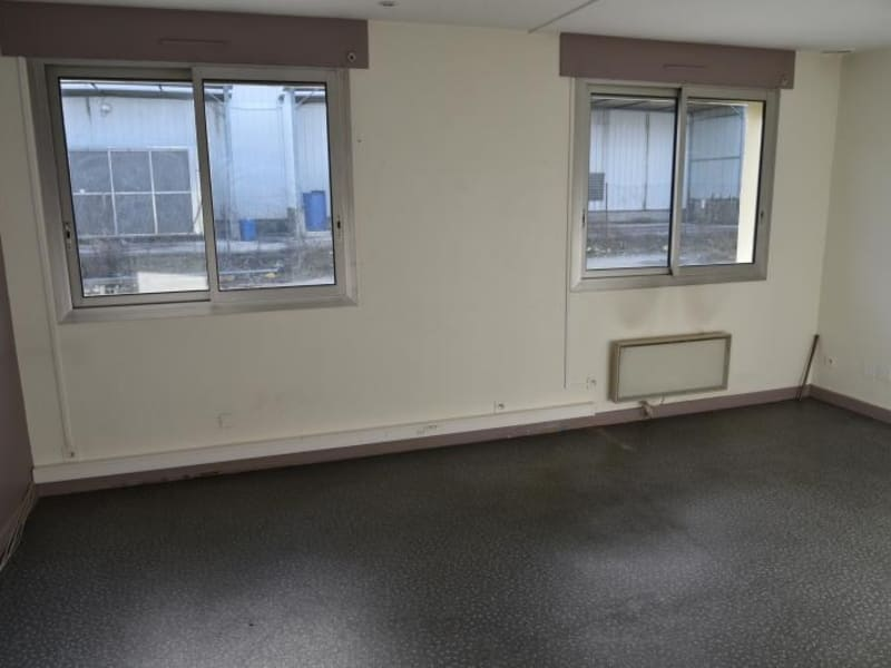 Location local commercial Arbent 2700€ HC - Photo 16