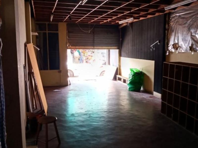 Location local commercial St pierre 1270€ HC - Photo 4