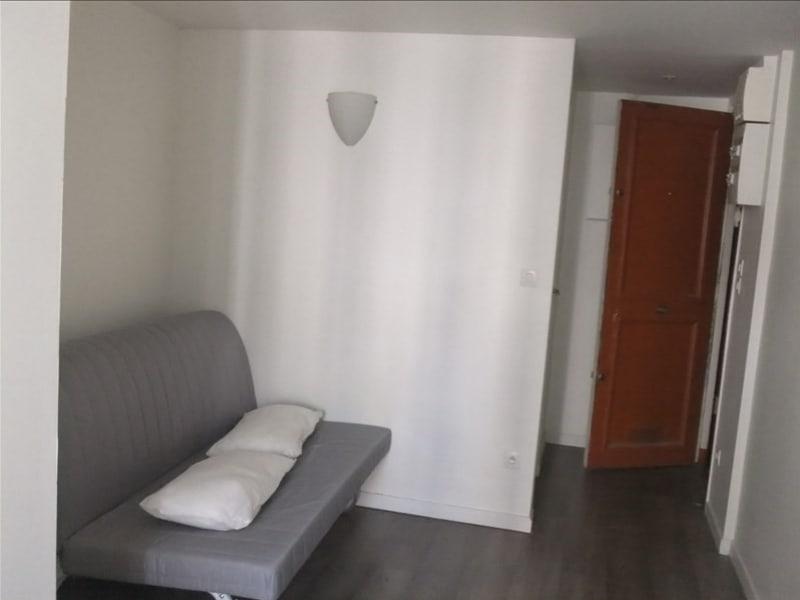 Location appartement Paris 10ème 650€ CC - Photo 3