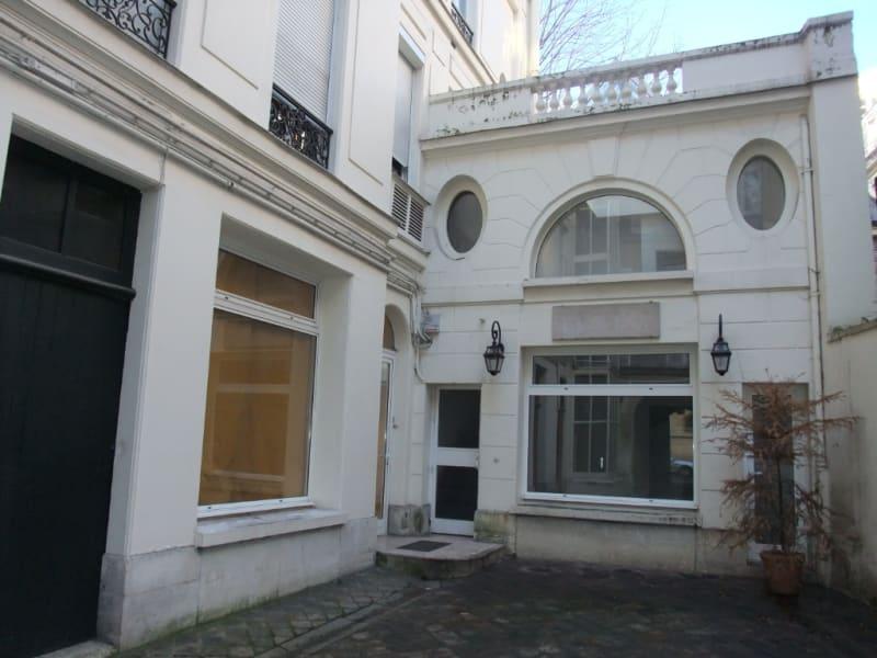 Rental office Paris 8ème 3850€ HC - Picture 2