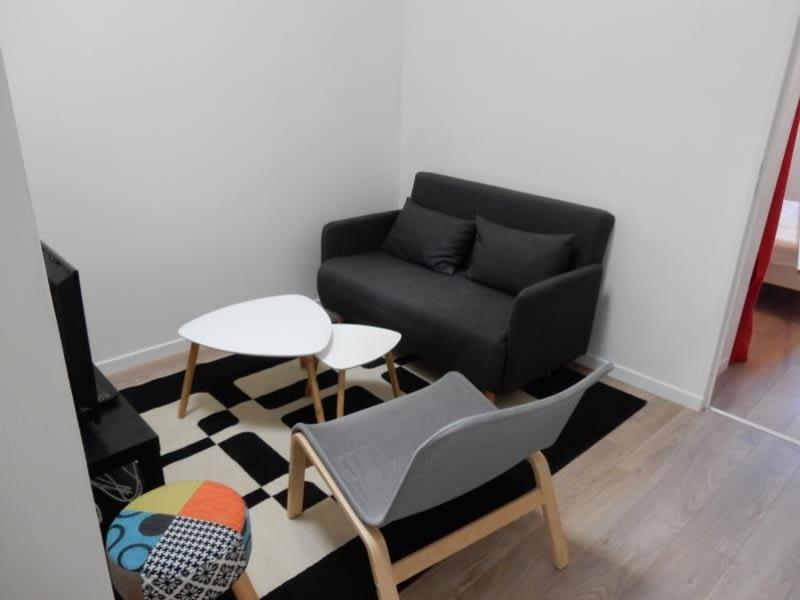 Rental apartment Fontaine 560€ CC - Picture 2