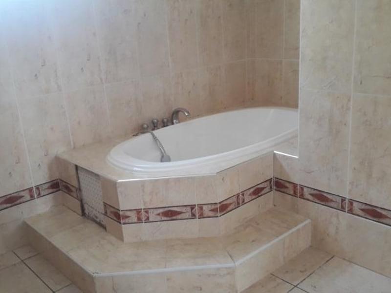 Rental house / villa St denis 2750€ CC - Picture 10